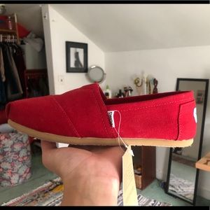 NWT Toms Canvas Red Shoes